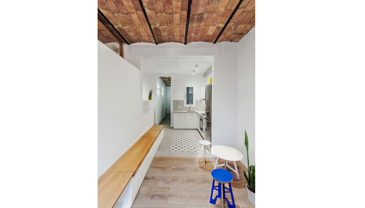 Modern corridor, hallway & stairs by LaBoqueria Taller d'Arquitectura i Disseny Industrial Modern Wood Wood effect