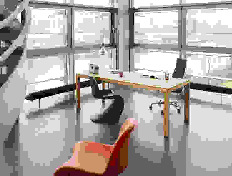 Büroeinrichtung, Arbeitsplatzgestaltung Minimalistische Bürogebäude von BANDYOPADHYAY interior Minimalistisch