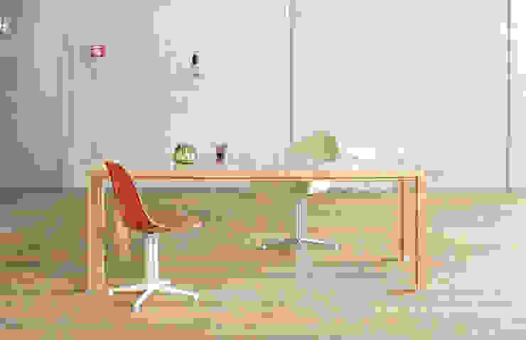 Büroeinrichtung, Konferenztisch Minimalistische Bürogebäude von BANDYOPADHYAY interior Minimalistisch