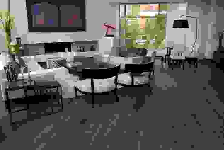 Sala apartamento en Bogota: Salas de estilo  por Pisos Millenium , Moderno Madera Acabado en madera