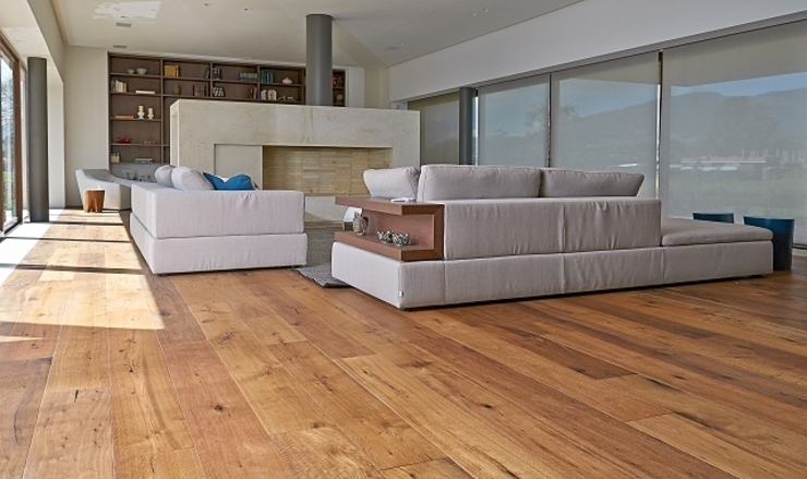 Rustic style living room by Pisos Millenium Rustic Wood Wood effect
