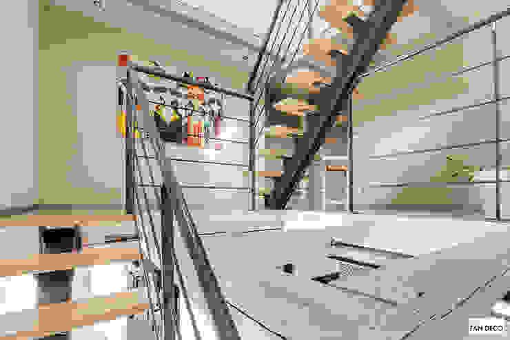Maison Alsacienne : Couloir et hall d'entrée de style  par Studio Fan Déco, Moderne