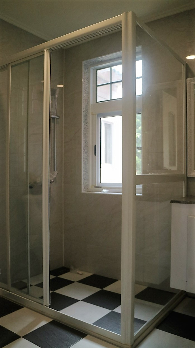 築地岩移動宅 Scandinavian style bathroom