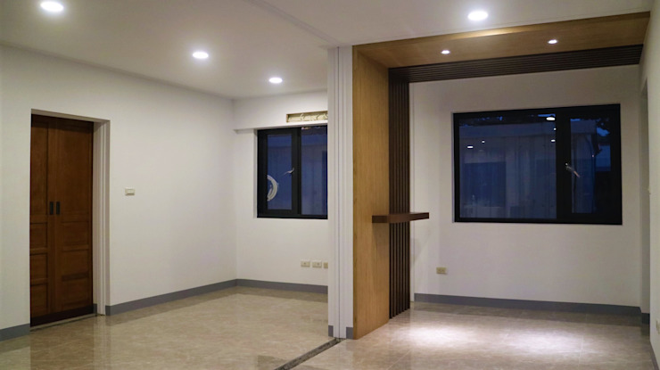 築地岩移動宅 Classic style corridor, hallway and stairs