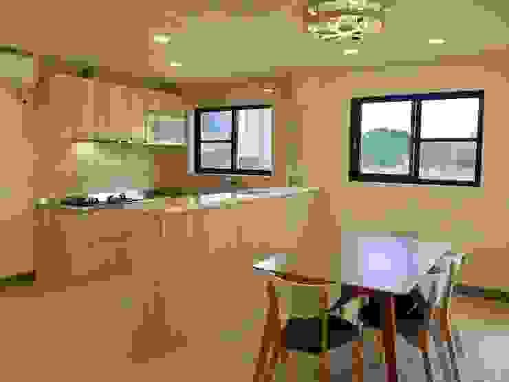 Salas de estar clássicas por 築地岩移動宅 Clássico