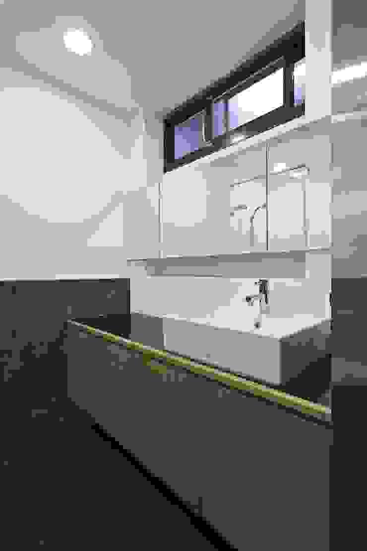 寓生活於工作中 現代浴室設計點子、靈感&圖片 根據 禾光室內裝修設計 ─ Her Guang Design 現代風