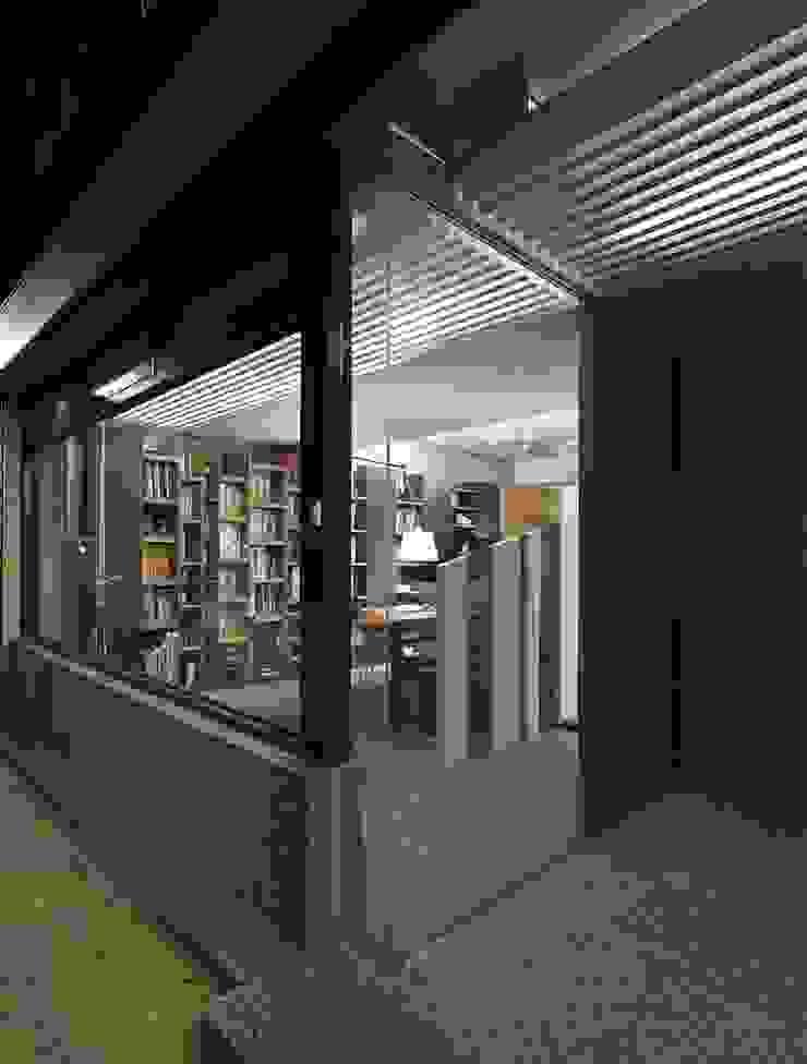 寓生活於工作中 現代房屋設計點子、靈感 & 圖片 根據 禾光室內裝修設計 ─ Her Guang Design 現代風