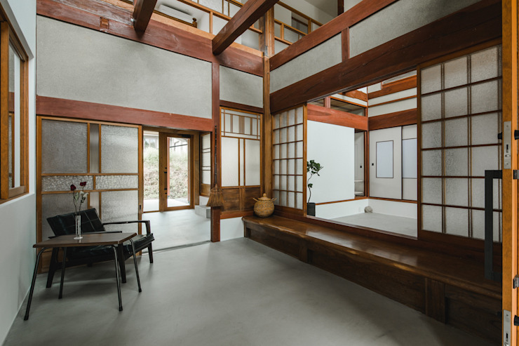 shimotoyama-house-renovation: ALTS DESIGN OFFICEが手掛けた廊下 & 玄関です。