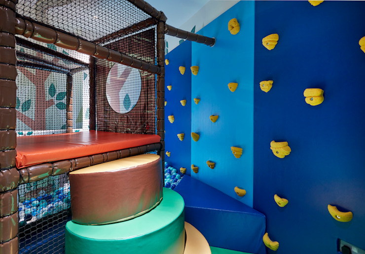 Climb the wall or the steps to enter the blue ball pool Tigerplay Nursery/kid's room Multicolored
