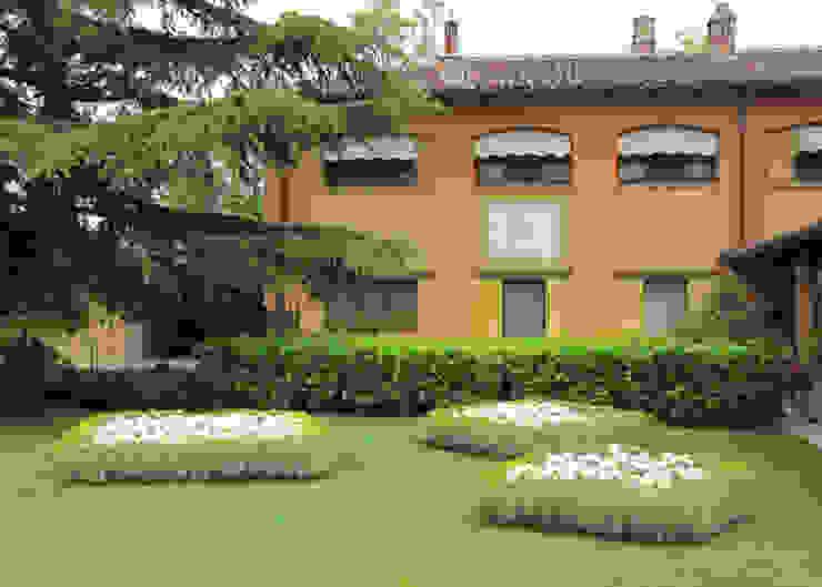 ACCENTI FUCSIA MASSIMO SEMOLA PROGETTAZIONE GIARDINI MILANO Giardino moderno