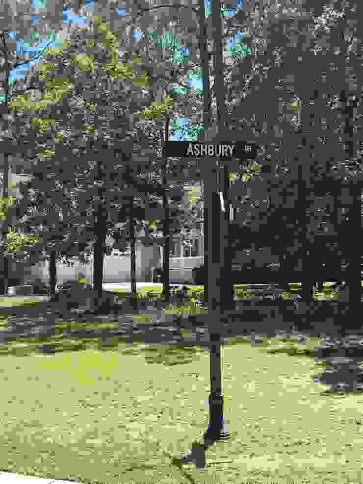 592 Ashbury Drive – 0.36 Acres Classic style garden by Oakwood Ventures by Jones Pharr Classic