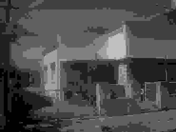 Vieja fachada Casas modernas: Ideas, imágenes y decoración de SBG Estudio Moderno