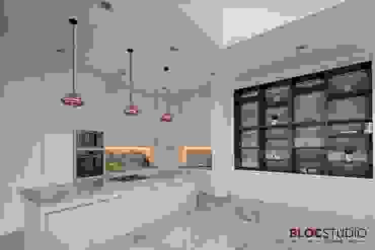 PIKtangular House Oleh BlocStudio Modern Keramik