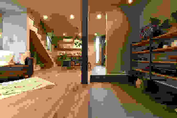 土間と繋がるLDK インダストリアルな 玄関&廊下&階段 の タイコーアーキテクト インダストリアル