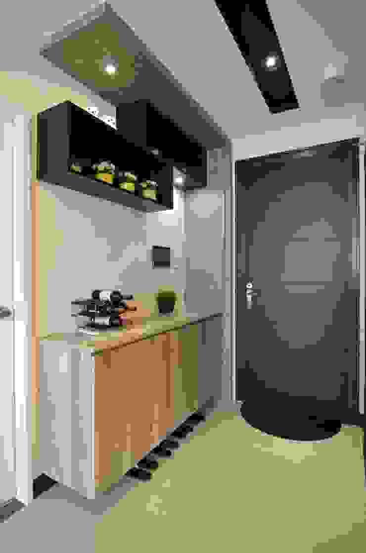 系統板材樣品屋 現代風玄關、走廊與階梯 根據 奇恩室內裝修設計工程有限公司 現代風