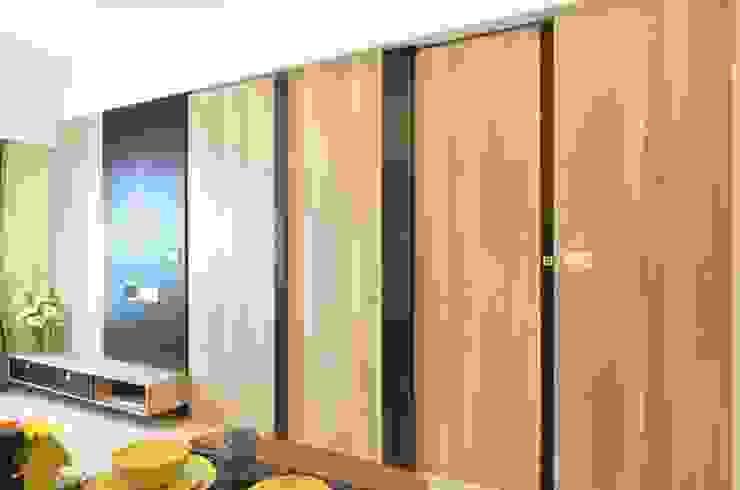 系統板材樣品屋 现代客厅設計點子、靈感 & 圖片 根據 奇恩室內裝修設計工程有限公司 現代風