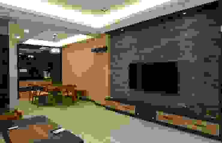 公共區域 现代客厅設計點子、靈感 & 圖片 根據 奇恩室內裝修設計工程有限公司 現代風