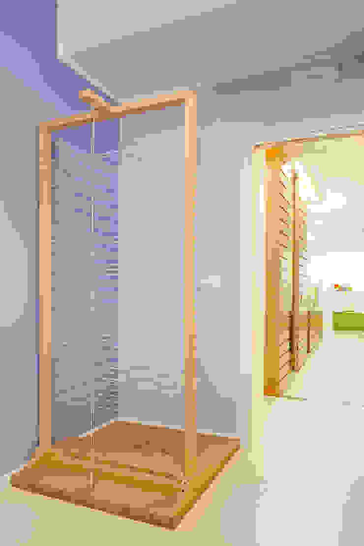 sala viola Cliniche moderne di M2Bstudio Moderno