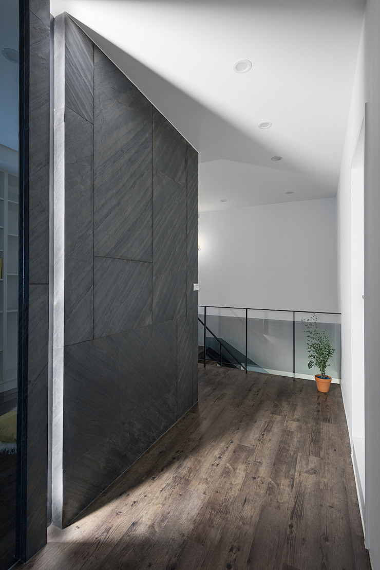 6+1 Pets house 現代風玄關、走廊與階梯 根據 知域設計 現代風
