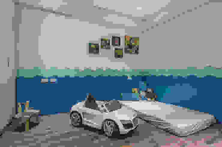 Детская комната в стиле модерн от 知域設計 Модерн