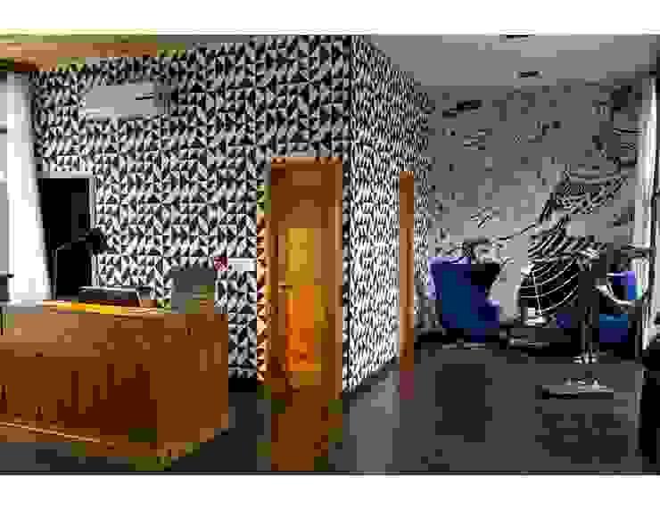Hall principal Pasillos, vestíbulos y escaleras de estilo moderno de homify Moderno