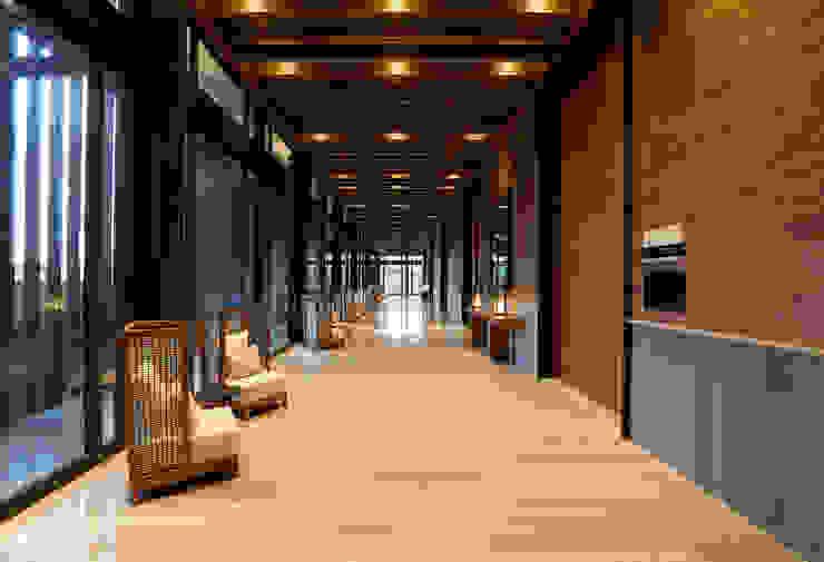 Emporio - IDEA Asociados Pasillos, vestíbulos y escaleras modernos de IDEA Asociados Moderno