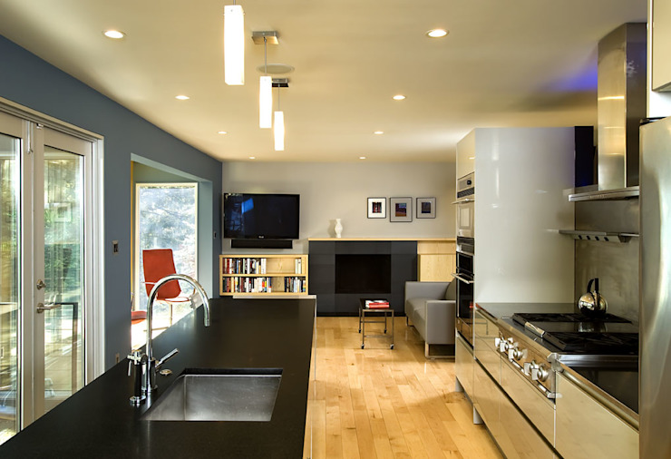 Cucina moderna di KUBE Architecture Moderno