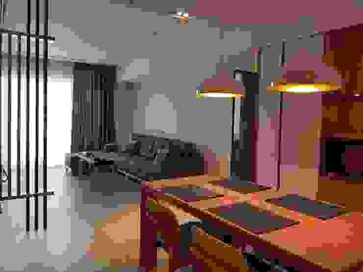 餐廳與客廳 现代客厅設計點子、靈感 & 圖片 根據 homify 現代風