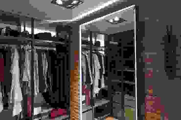 Vestidores y placares de estilo moderno de Goian Moderno