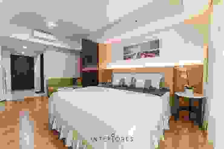 Sleeping Area Kamar Tidur Minimalis Oleh INTERIORES - Interior Consultant & Build Minimalis Parket Multicolored