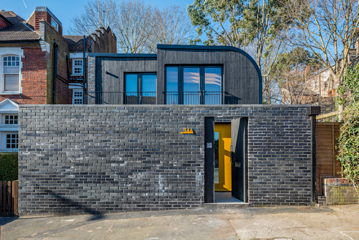 Darling House :  Detached home by The Crawford Partnership, Modern Bricks
