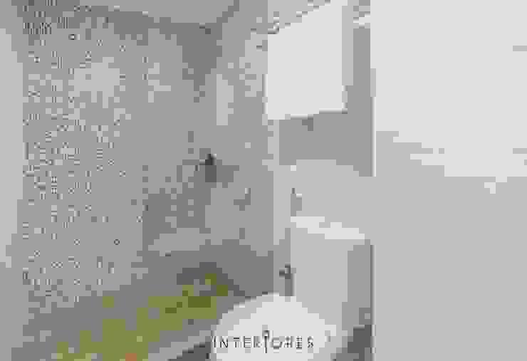 Baños de estilo minimalista de INTERIORES - Interior Consultant & Build Minimalista