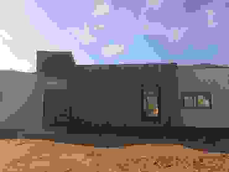 Fachada Principal Vivienda Lt37 Premium 125m2 Fundo Loreto de Territorio Arquitectura y Construccion - La Serena Moderno Hierro/Acero