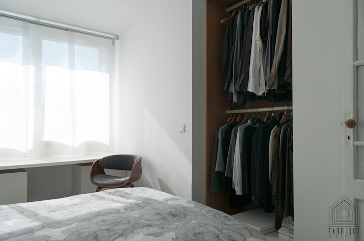 Modern dressing room by FABRIQUE D'ESPACE Modern Wood-Plastic Composite