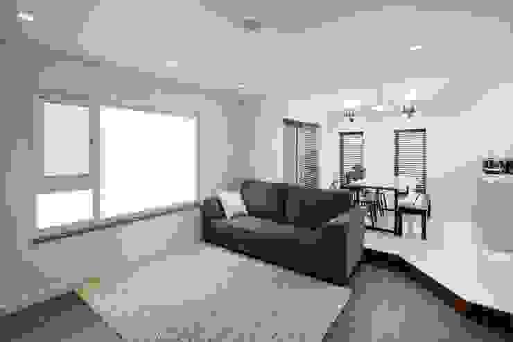 Moderne Wohnzimmer von 위드하임 Modern
