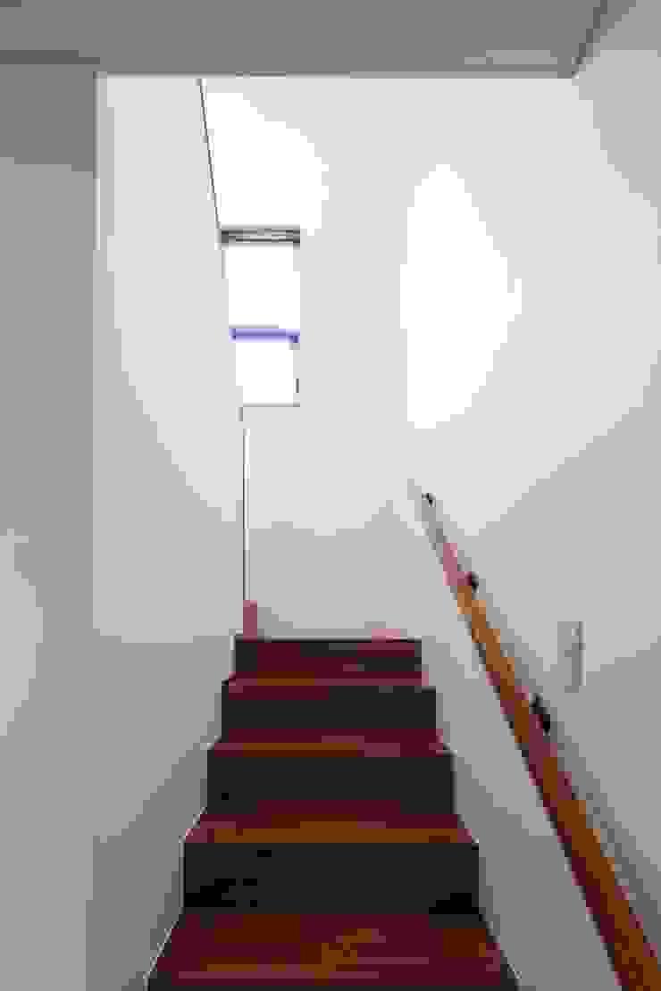 2층으로 올라가는 계단 by 위드하임 모던