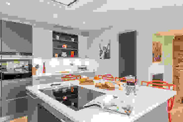Mr & Mrs A-C, Ottershaw Raycross Interiors Built-in kitchens Grey