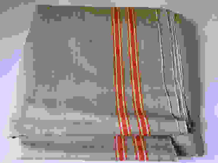 Vintage  Linen Continental Table runner.: modern  by Rural Retro, Modern