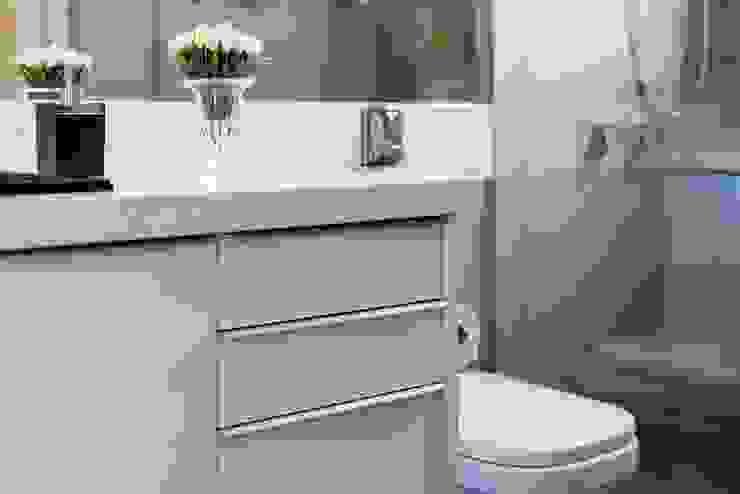Banheiro Para ser Confortável. Mais Art & Design Banheiros modernos Quartzo Branco