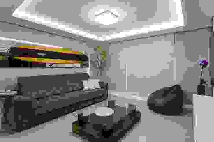 Living Urbano de Praia Salas de jantar modernas por Mais Art & Design Moderno Derivados de madeira Transparente