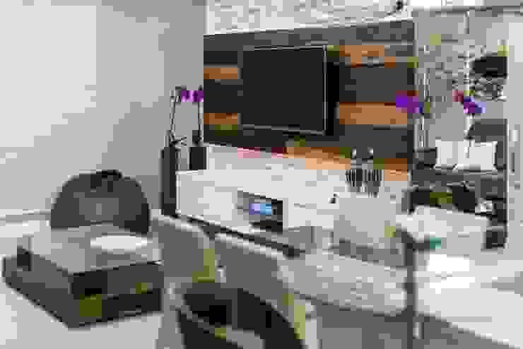 Living Urbano de Praia Salas de estar modernas por Mais Art & Design Moderno Derivados de madeira Transparente