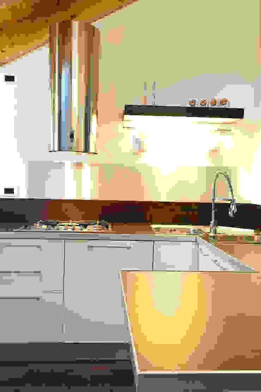 Annalisa Carli Modern kitchen Ceramic White