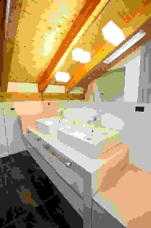 Annalisa Carli Modern bathroom Ceramic Beige