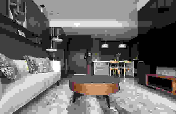 新北24坪機能住宅 现代客厅設計點子、靈感 & 圖片 根據 昕益有限公司 現代風