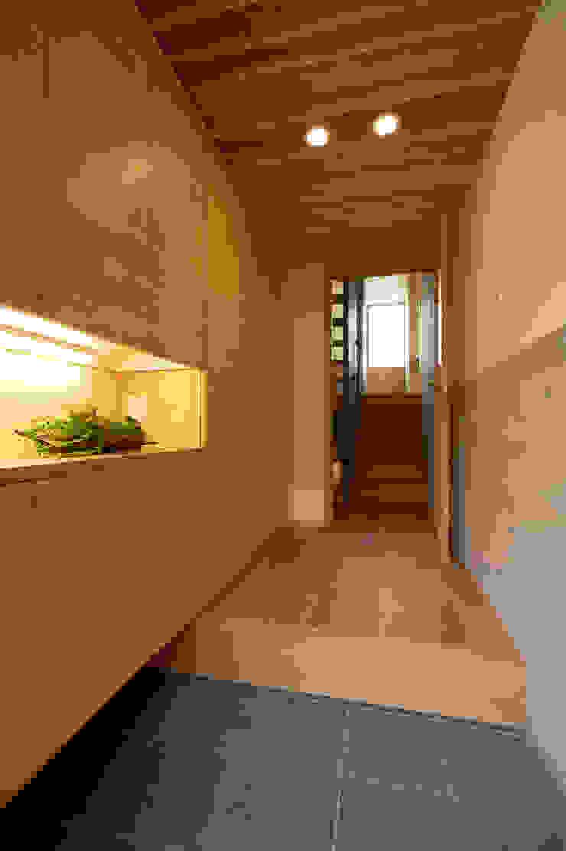 小笠原建築研究室 Modern Corridor, Hallway and Staircase Reinforced concrete