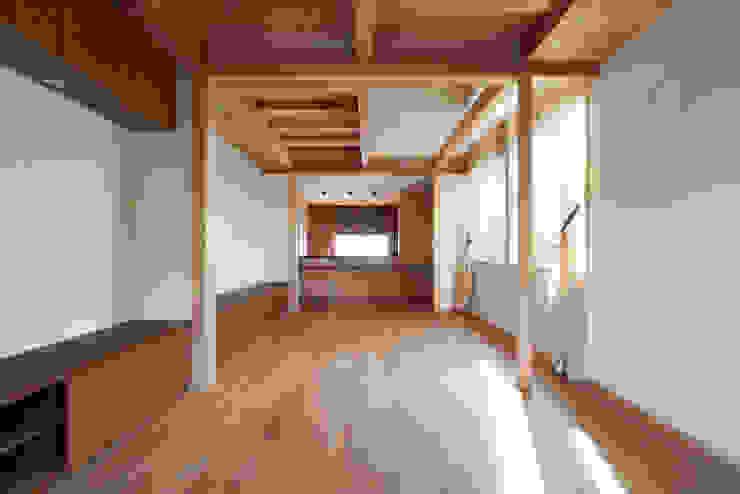 小笠原建築研究室 Modern living room Solid Wood