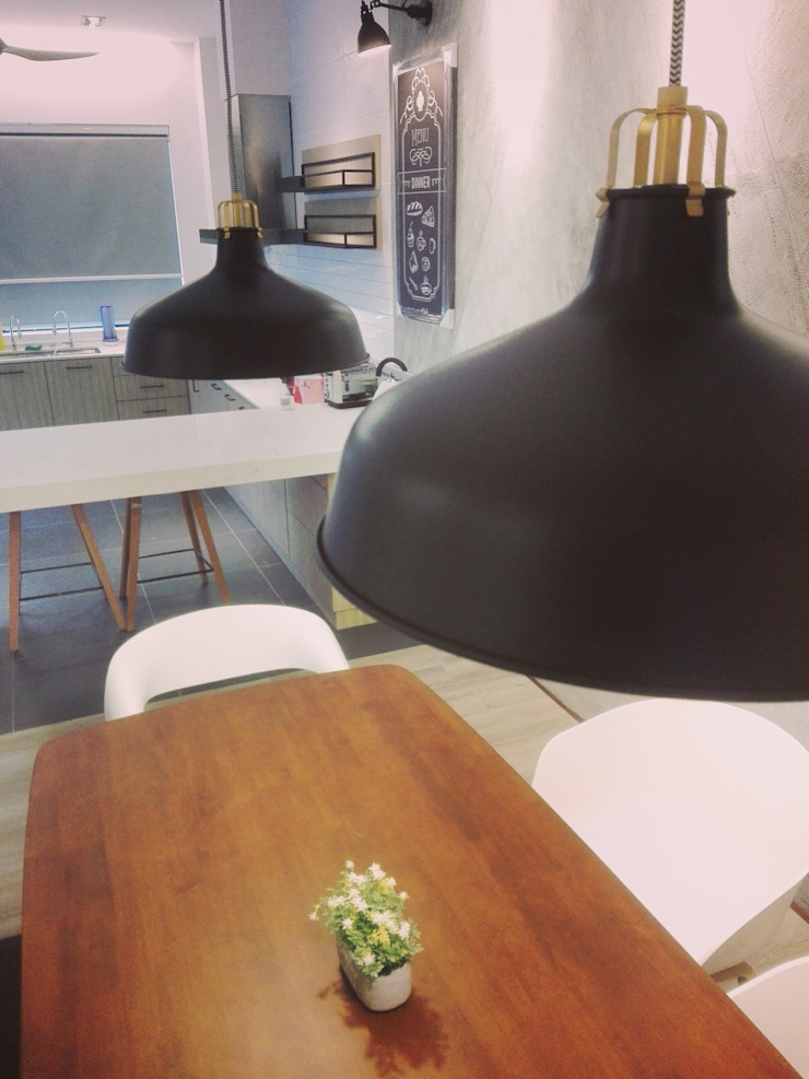Industrial style dining room by Jannovative Design Industrial