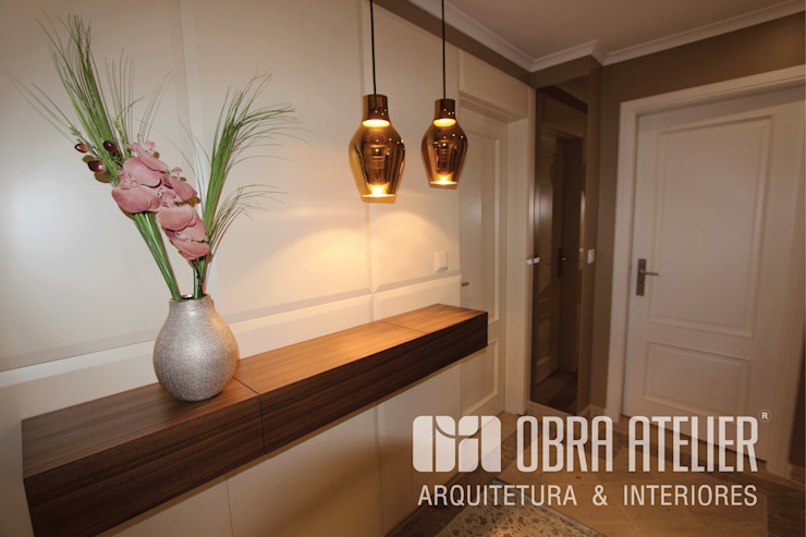 Modern Corridor, Hallway and Staircase by OBRA ATELIER - Arquitetura & Interiores Modern