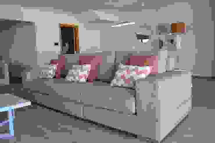 Victor Bertier Design Modern living room Beige