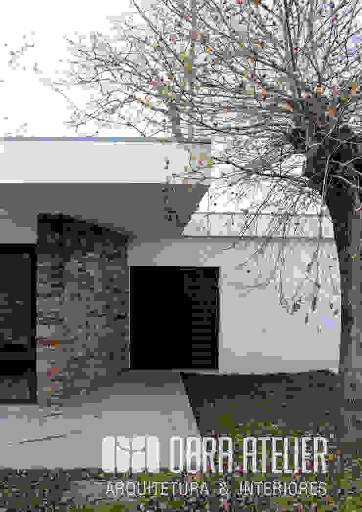 Entrada Principal Paredes e pisos campestres por OBRA ATELIER - Arquitetura & Interiores Campestre